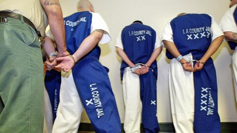 Denuncias de abusos a reos en cárceles de Los Ángeles sigu...