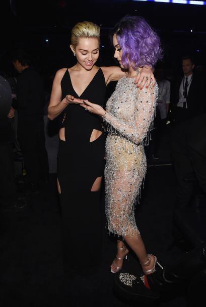 Tras bambalina, Miley y Katy se pusieron a bailar.