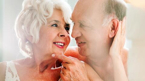 ¿Hay edad para tener intimidad? Estas parejas revelan sus secretos de al...
