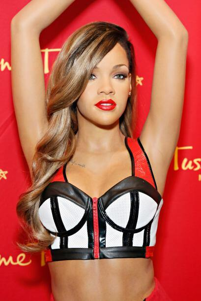 Hasta la figura de cera de Rihanna fue vestida con esta sensualidad para...