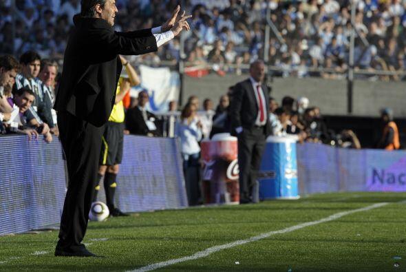 El actual tecnico de Argentina, Sergio Batista, volvió a aprobar...