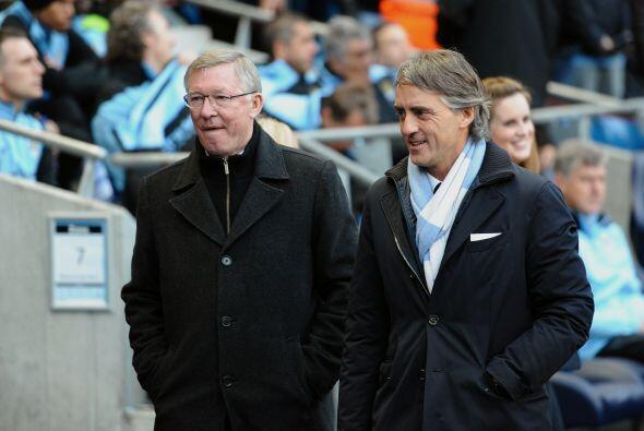 Antes del partido, Sir Alex Ferguson y Roberto Mancini, se saludaron y l...