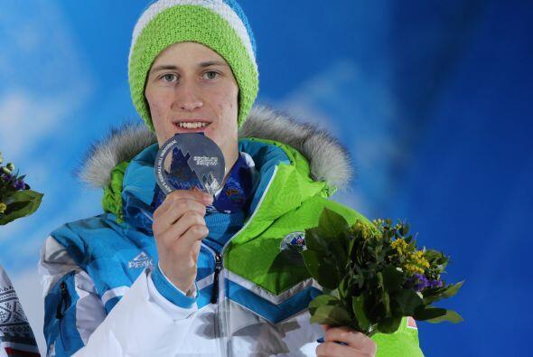 El esloveno Peter Prevc celebra la medalla de plata obtenida en salto de...