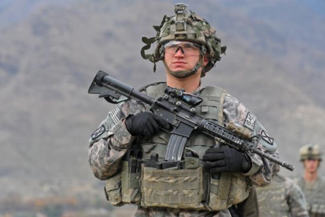 Lanza dijo que menos de 6.000 efectivos de combate permanecen en Irak mi...