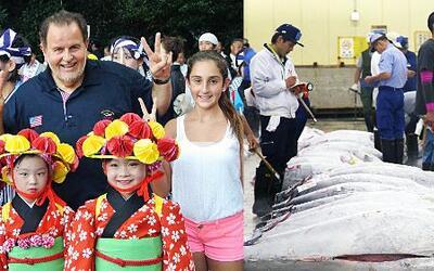 Mi Mundo con Mia: ¡Mira cuánto iba a gastar Raúl en un atún japonés bien...