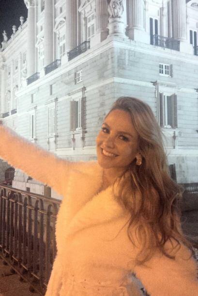 """""""Un saludito desde #palacioreal España los quiero y los extra&nti..."""