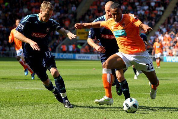 Blackpool y Stoke City aburrieron. Pocas chances de gol y sin la emoci&o...