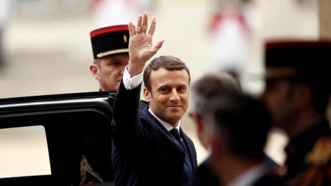 Emmanuel Macron llegando al palacio del Eliseo, en París, a la to...