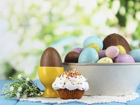 ¡Deliciosos centros de mesa! Huevos de Pascua confitados o sencill...