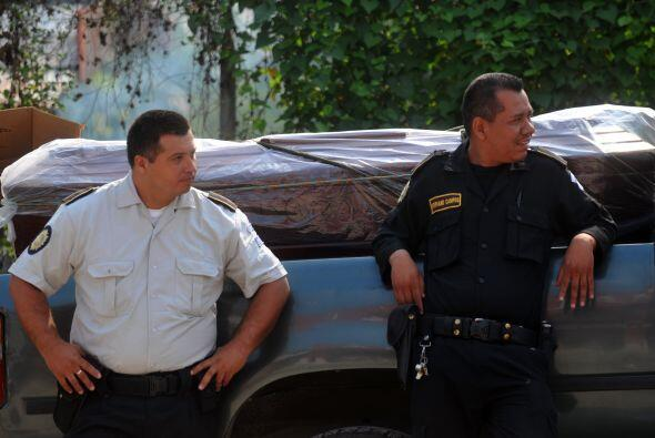 l gobierno de Guatemala impuso un estado de sitio militar de dos meses,...
