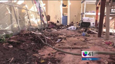 Residentes de Olmos Park mantienen la fe tras el paso de un devastador t...