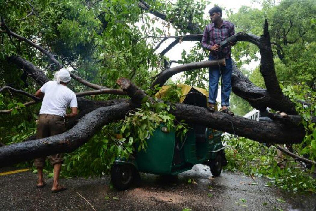 Las inundaciones son frecuentes en la India en la época de monzón, que e...