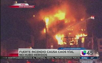 Dos voraces incendios destruyen viviendas