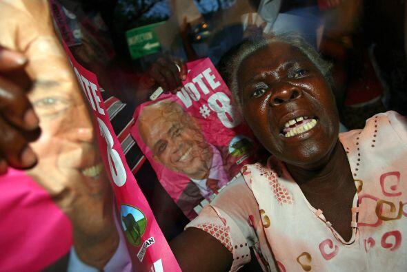 Los carteles con el rostro de Martelly decoraron las calles que tenían u...