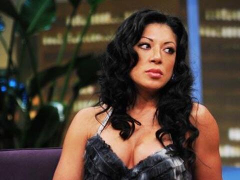 Vicky está enojada por los falsos rumores de que su hermana se dr...