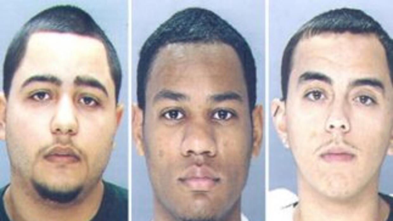 Los sospechosos Kenneth Santiago, Steven Ferguson y Felix Carillo (de iz...