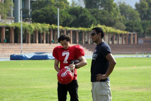 El coach de los Giants, Gustavo Tella, también es mexicano y fue...