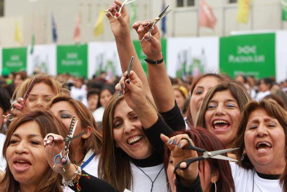El récord Guinness de corte de cabello masivo en menor tiempo fue establ...