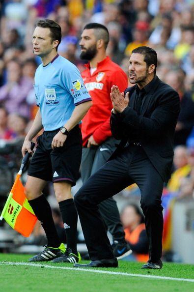 A medida que se acercaba el final el Barcelona presionaba más y el Atlét...