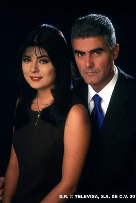 "En Univision tlnovelas se enamoró de Victoria Ruffo con ""Vivo Por Elena""..."
