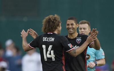 Álvaro Saborío celebra su gol con D.C. United ante NE Revolution