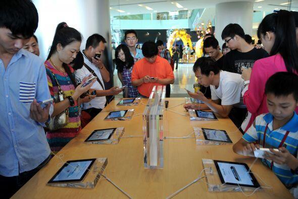 En las calles de China también se vivió la euforia por tener el nuevo iP...