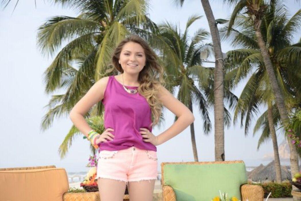 La joven actriz, hija de Angélica Rivera y José Alberto Castro, deslumbr...