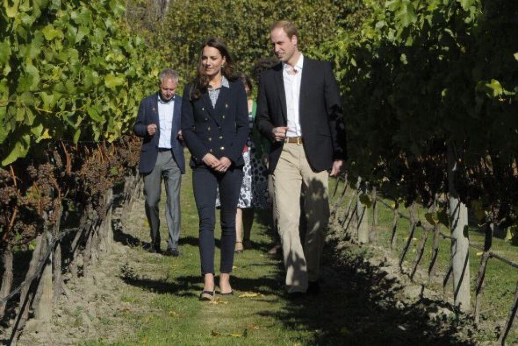 El príncipe William y su esposa Kate Middleton visitaron el viñedo Amisf...