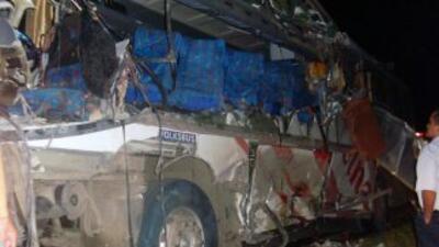 Un autobús cayó a un abismo en Ecuador provocando la muerte de al menos...