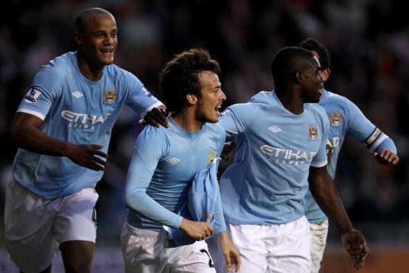 El gol del 'Chino' Silva significó el del triunfo para el Manches...