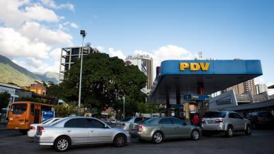 La inflación en Venezuela se triplicó y la economía se desplomó en 2015...