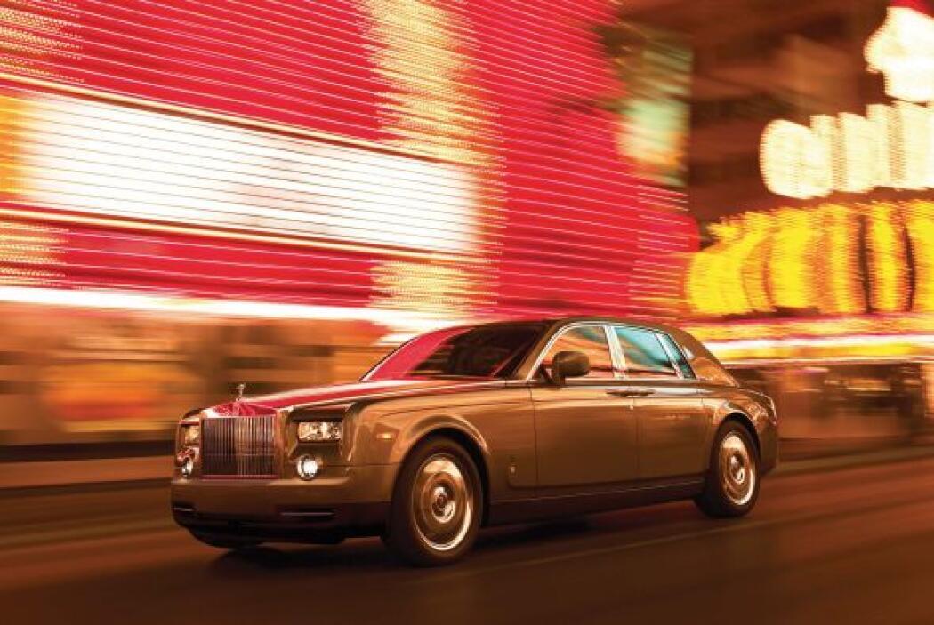 Como buen millonario no puede faltar en su colección un exclusivo Rolls-...