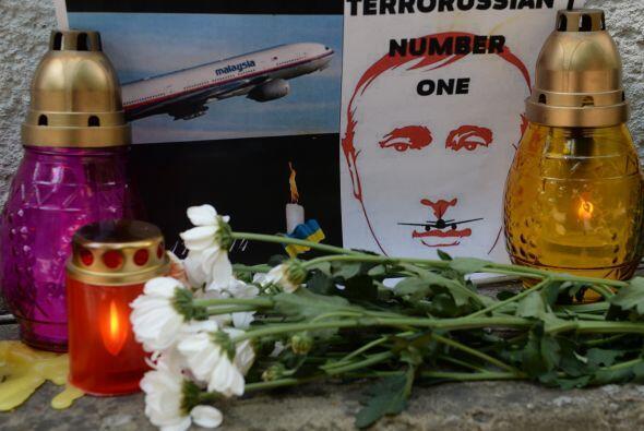 También aparecieron algunos mensajes que consignaban la tragedia,...