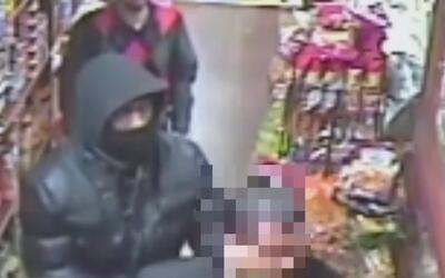 Buscan a dos hombres señalados de robar 2,000 dólares de una bodega en E...