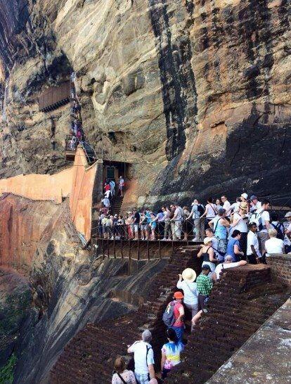 """""""También escalamos el Fuerte de Roca de Sigiriya. Demora más de una hora..."""