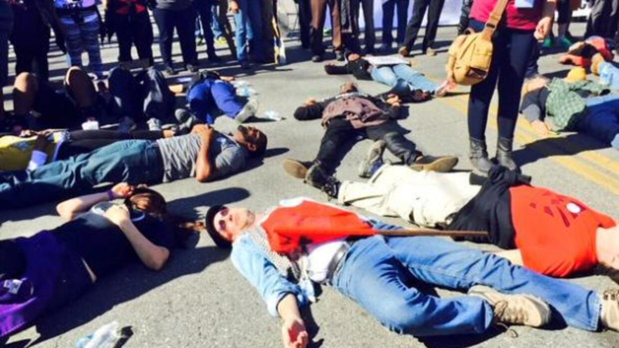 Varios grupos de activistas protestaron por la injusticia social del paí...