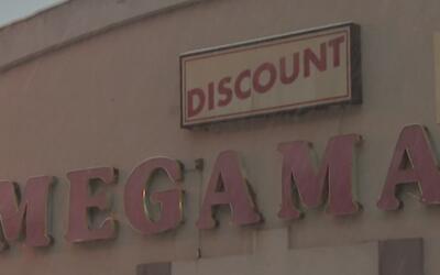 Demolición del Megamall en Logan Square genera nostalgia a quienes han t...