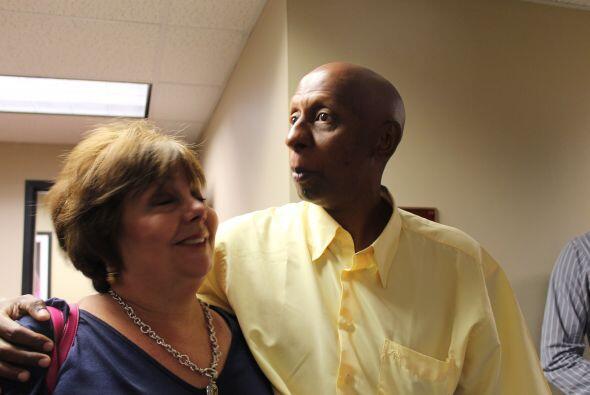 Fariñas, en la foto con Ninoska Pérez Castellón,  llegó a Miami acompaña...