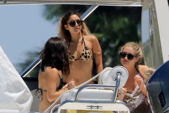 Ashley Tisdale se rodeó de sus BFF's para despedirse de la soltería y ar...