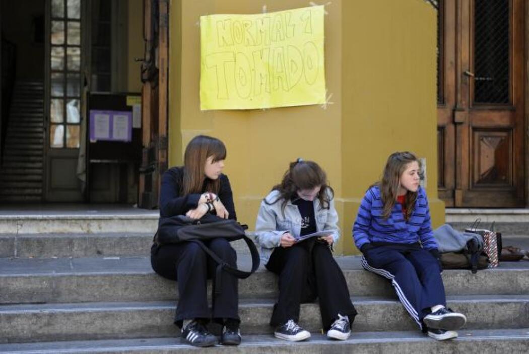 Una prolongada protesta de estudiantes secundarios (nivel medio) de Buen...