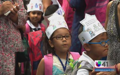 Niños comienzan clases con mayor seguridad peatonal en Nueva York