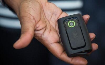Planean poner cámaras a policías para documentar abuso policial