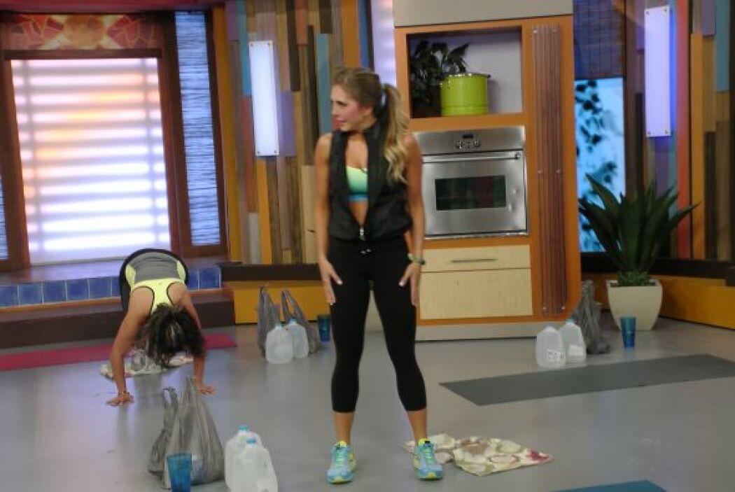 Sascha Fitness nos enseñó algunos ejercicios que puedes hacer en la cocina.