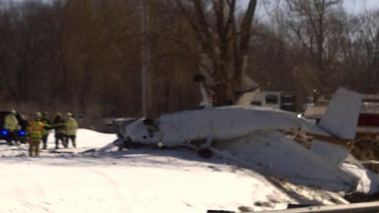 Un avión pequeño se estrelló cerca de un aeropuerto de Nueva Jersey.