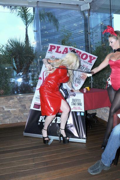 Sabrina se tropezó y se abalanzó contra su propio póster. Mira aquí los...