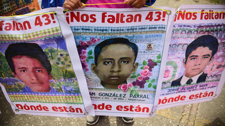 Los estudiantes desaparecidos de Ayotzinapa.