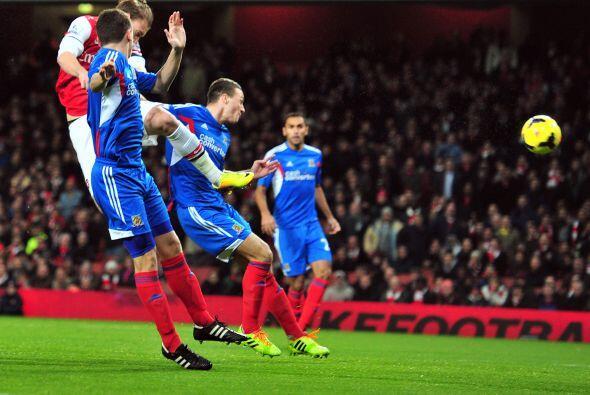 Arsenal, el líder del torneo, recibía en su cancha al Hull City y apenas...