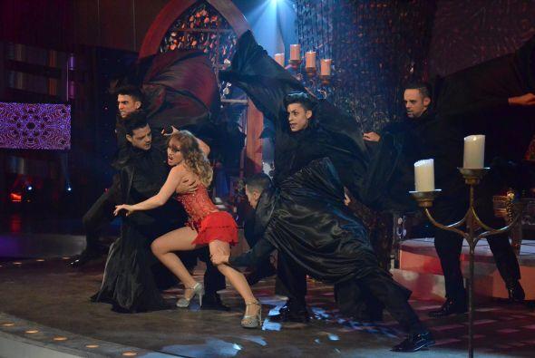 ¿Se imaginan esta escenografía para bailar un merengue? ¡Qué complicado!