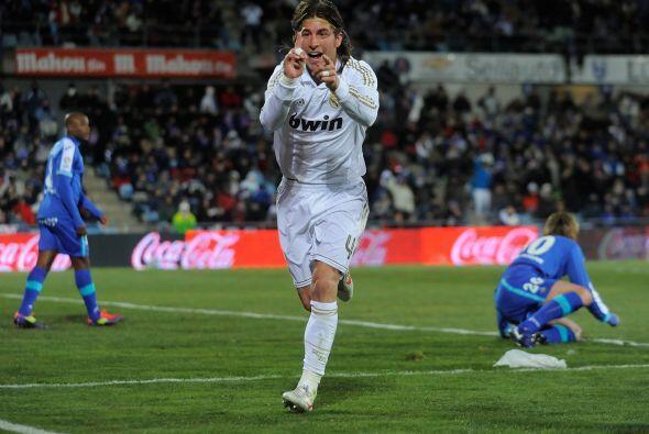 El excelente defensor español es letal de arriba y no fall&oacute...