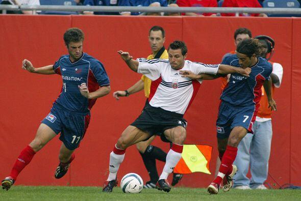 Año 2003: Dos minutos más tarde, el ucraniano Dema Kovalenko selló el 4-...